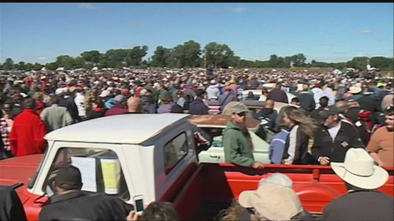 Massive classic car auction in Pierce, Neb., draws thousands