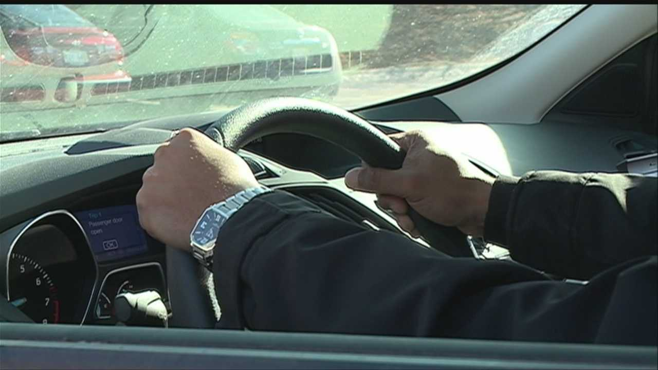 Lawmakers consider texting while driving law change