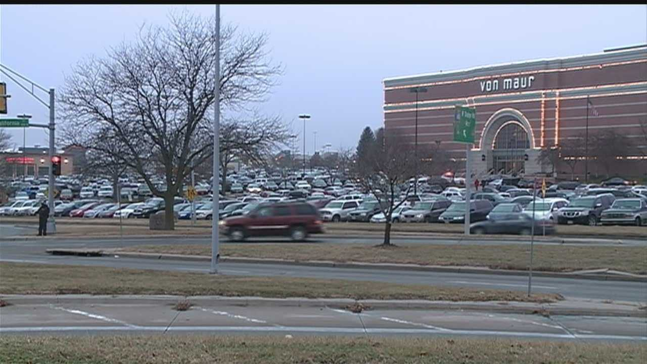 We're just days away from Christmas, and last-minute shoppers are out in full force.