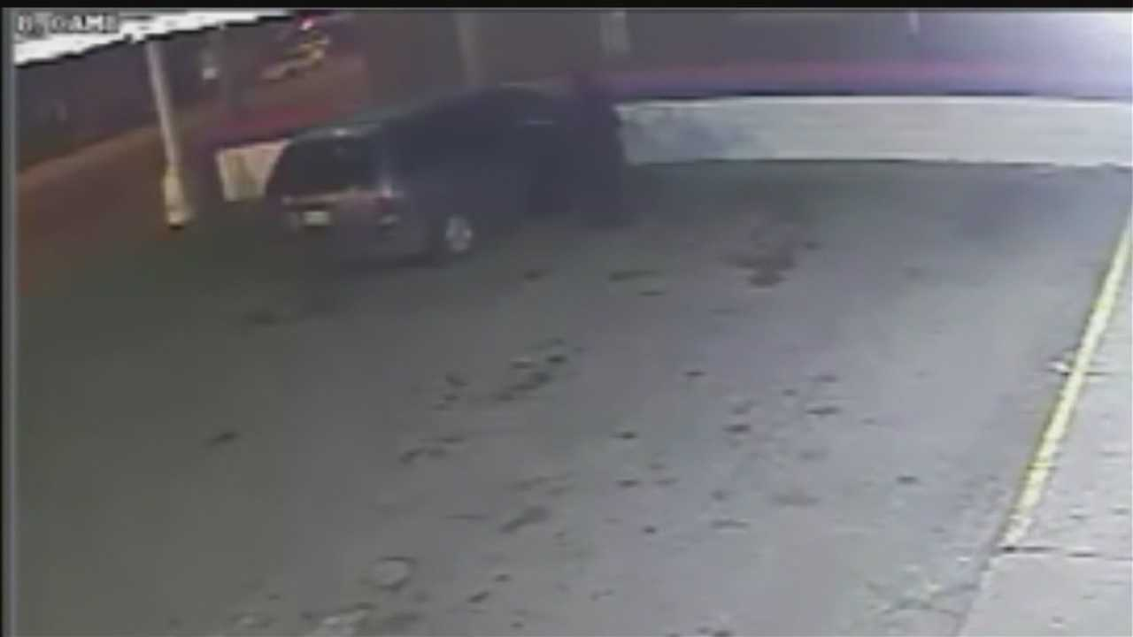 Omaha police looking for 3 attackers in grocery store robbery