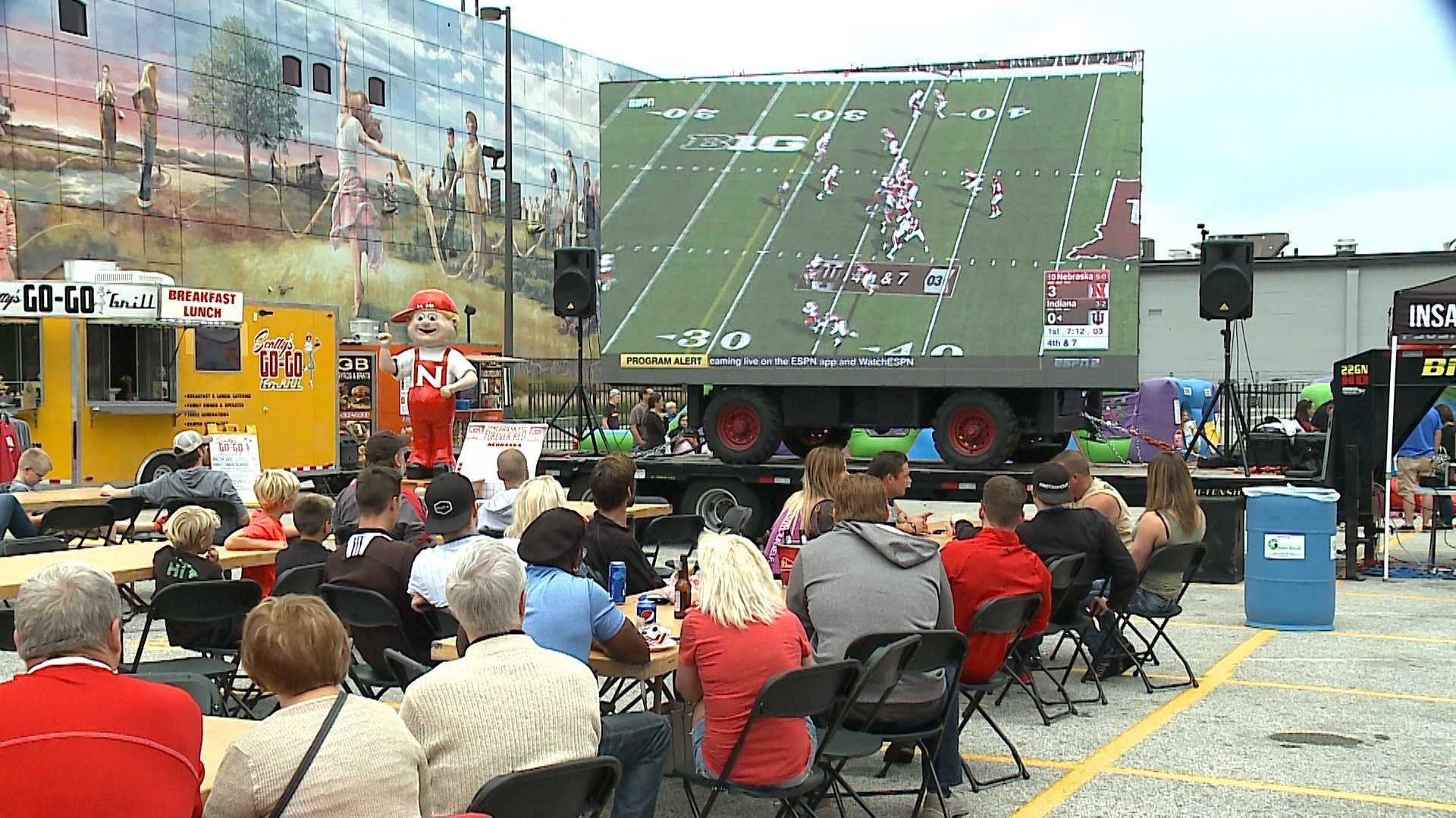 The Old Mattress Factory Bar and Grill joined forces with its competitors Saturday to bring out Husker fans together.