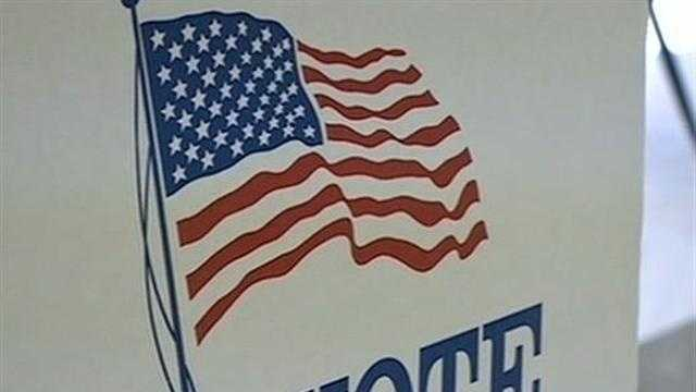 Officials Examine Ballot Problems - 31105061