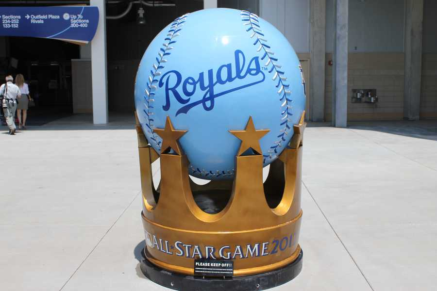 1000 pounds: MLB All-Star Crown Statues, each weighing 1,000 pounds, will be on display at five locations around Kansas City, including Kauffman Stadium (Inside Gate D), Kansas City Convention Center/Bartle Hall, Power & Light District (KC Live Block, 1333 Walnut), Country Club Plaza (Nichols Road & Broadway), Kansas City Marriott Downtown (200 W. 12th)