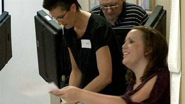 Thousands cast early ballots in Arkansas