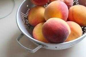 Peaches: This fruit promotes tissue repair to help your skin heal quickly.