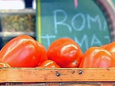 Tomatoes: These lycopene, a healthy antioxidant which protects against the sun's harmful rays. The also help in fighting cellular damage and are rich in vitamins A and C.