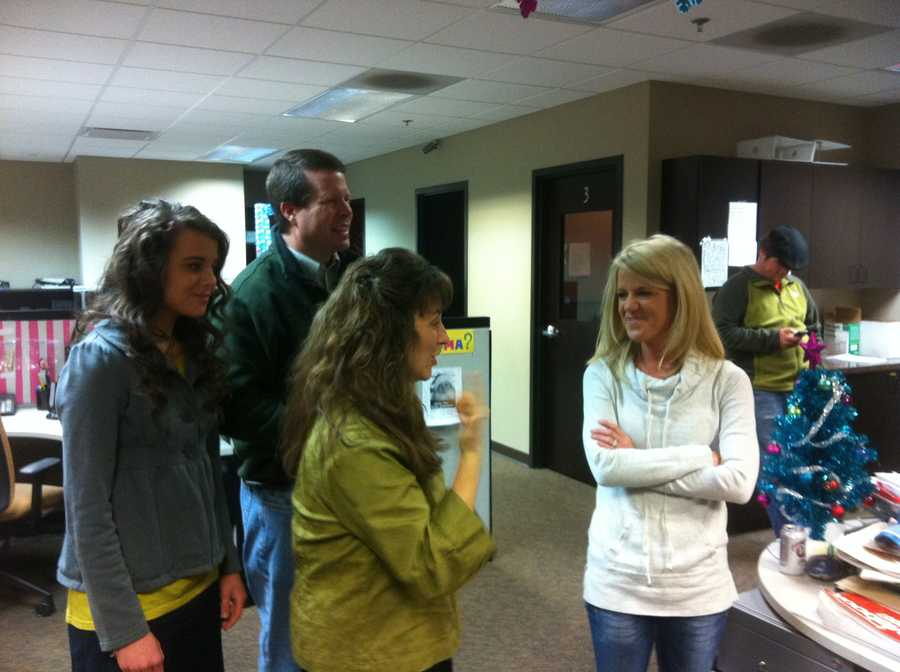 Angela Taylor chatting up the Duggar family!