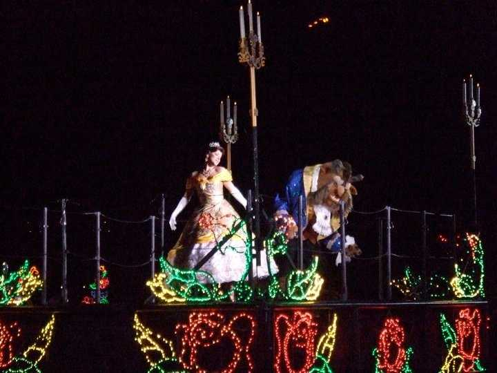 9. Kelly's friend Belle performed in Fantasmic!, a fireworks and water show that plays nightly at the Hollywood Hills Amphitheater in Disney's Hollywood Studios theme park.