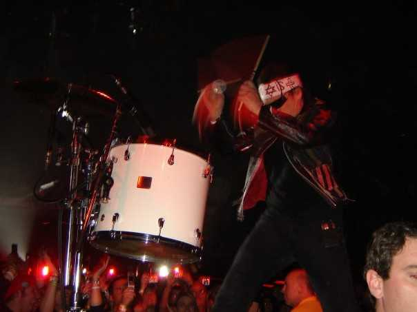 """11. During a performance of """"Sunday Bloody Sunday,"""" Bono took over the drums for a moment. After he was finished, he handed the drumstick you see in his left hand to Kelly! She was in the front row."""