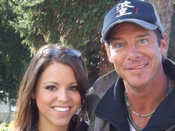 13. One of Kelly's favorite college experiences was working on the crew of Extreme Makeover Home Edition when they came to a home in Penn Hills, PA. She even got to interview Ty!