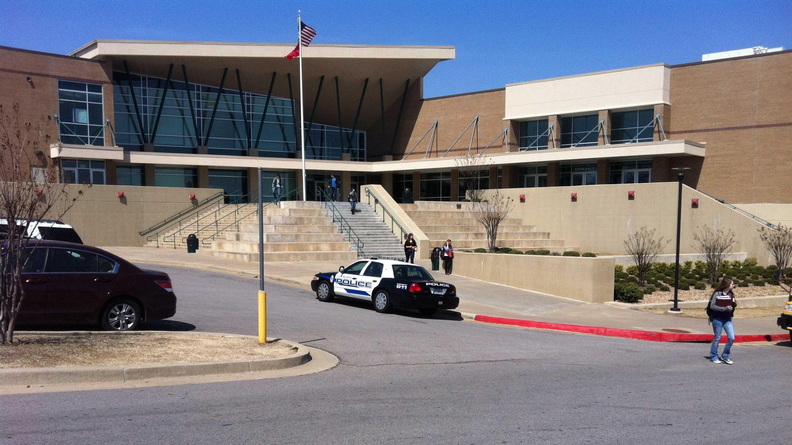 Van Buren High School evacuted