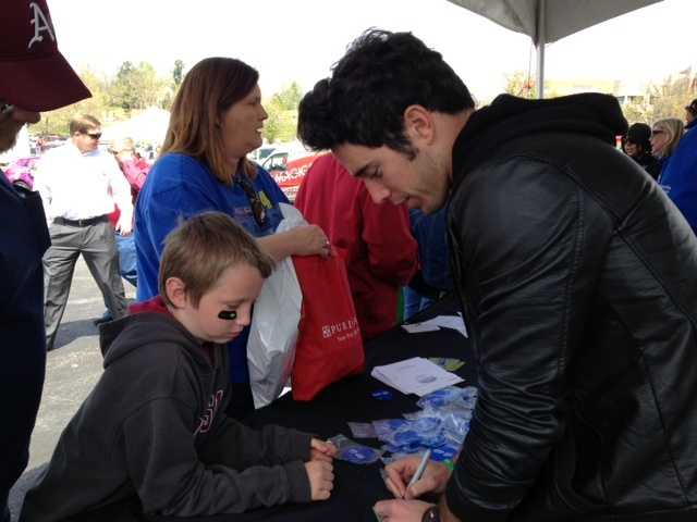 The Arkansas CW Star Craig Strickland signed autographs for some of his biggest fans.