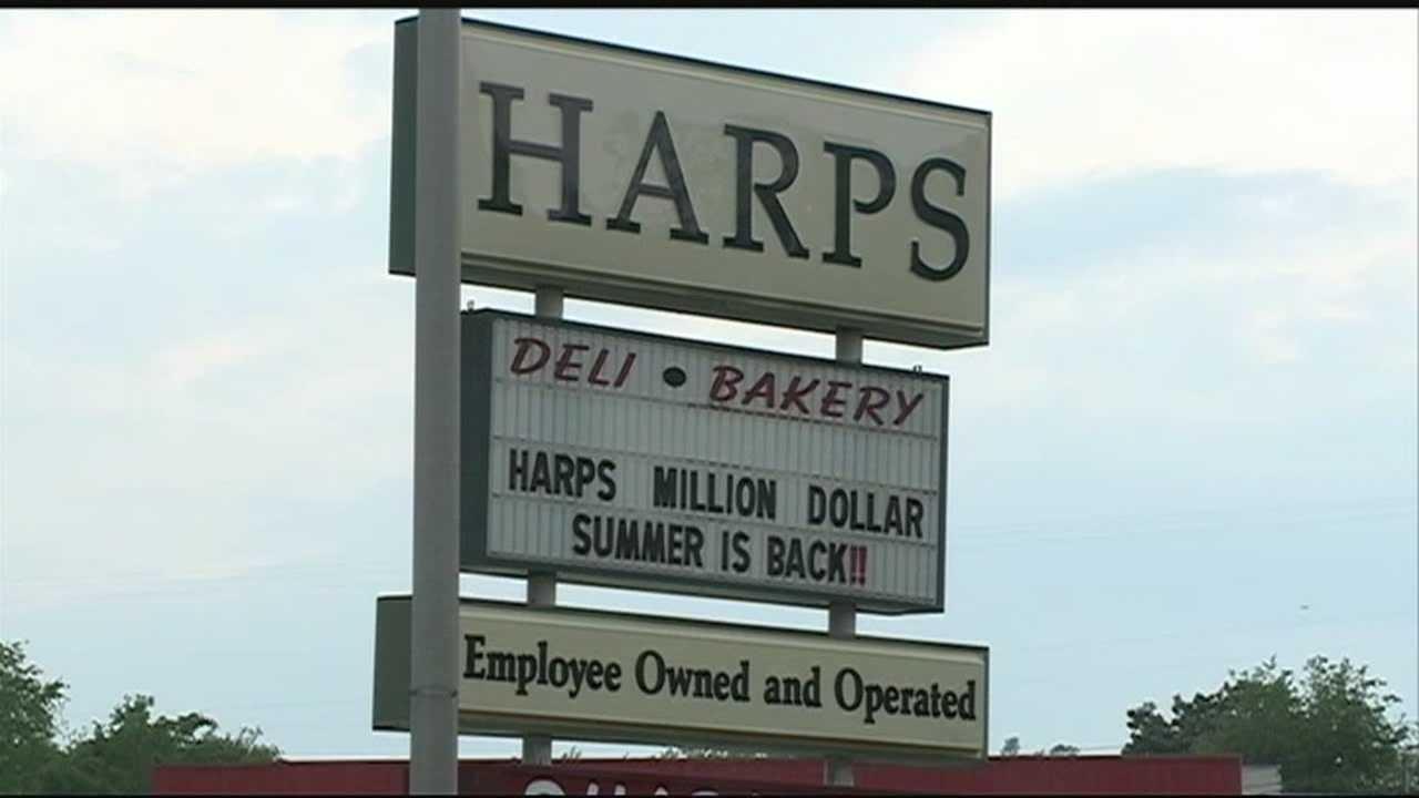 Freon leak evacuates Harps, Walmart