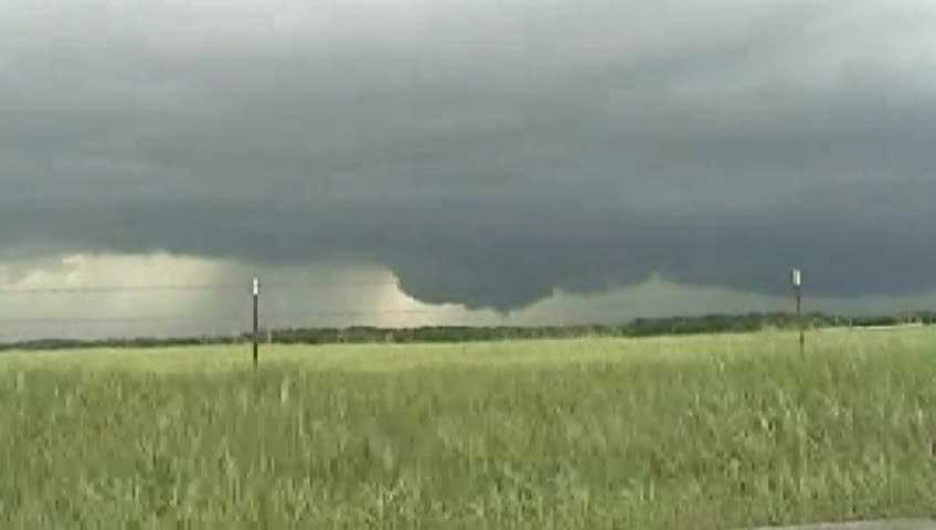 Storm Chaser sees wall cloud in Siloam Springs.
