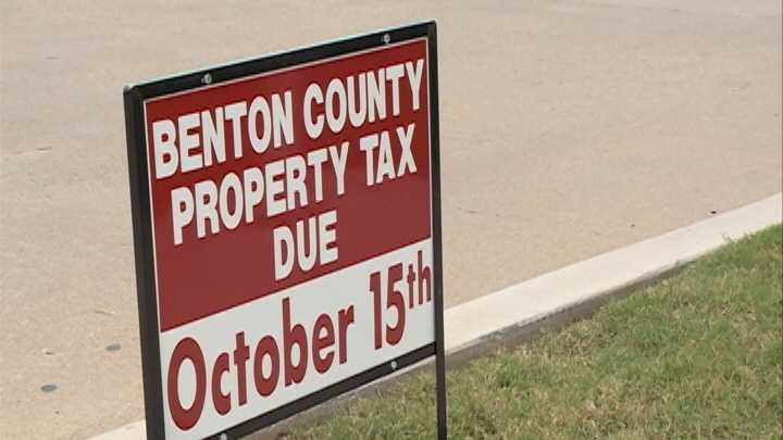 Thousands line up to pay county property, personal taxes