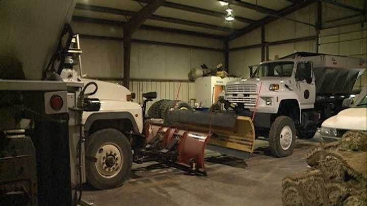 Road crews prepare for possible winter weather