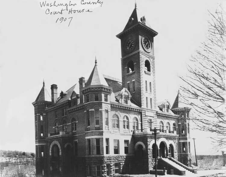 The courthouse in 1907.