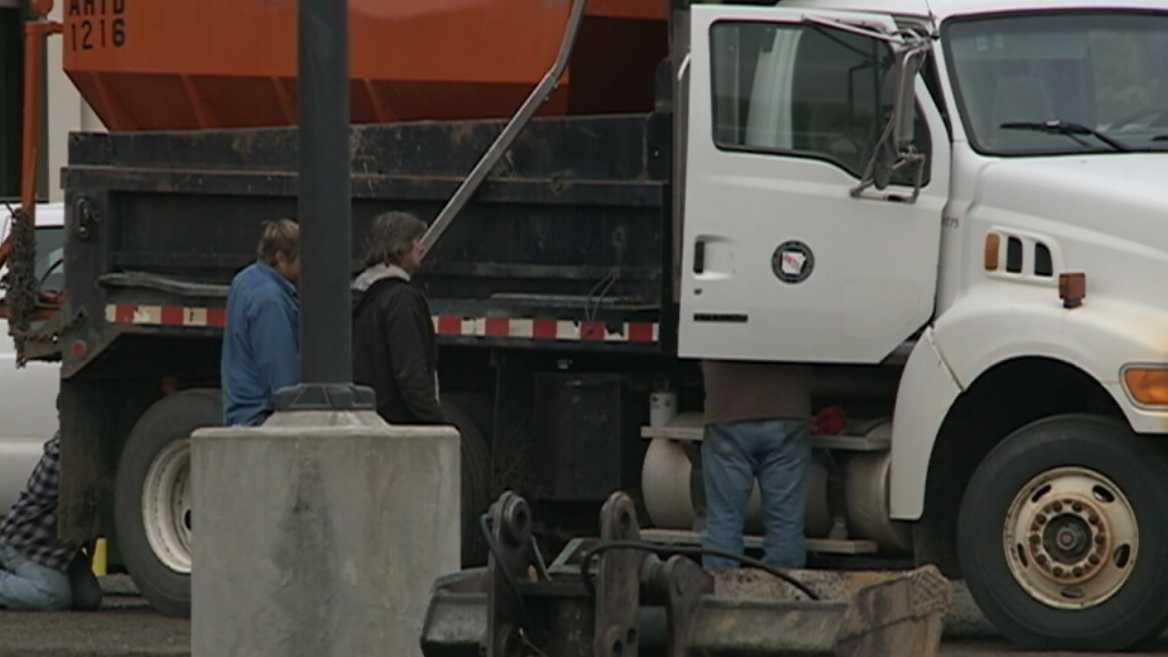Crews prep for winter weather
