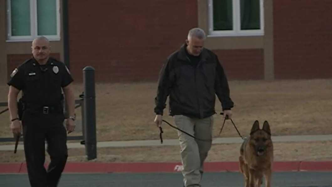 Police investigate bomb threat at Bentonville High School