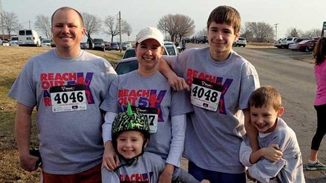 Family narrowly dodges speeding truck during 5K run