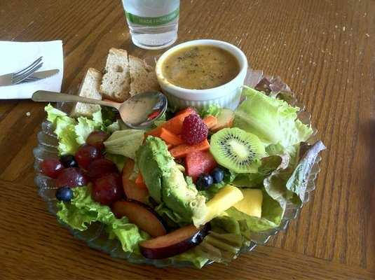 The Green Bean in Rogers: Avocado Salad and Shittake Mushroom Soup