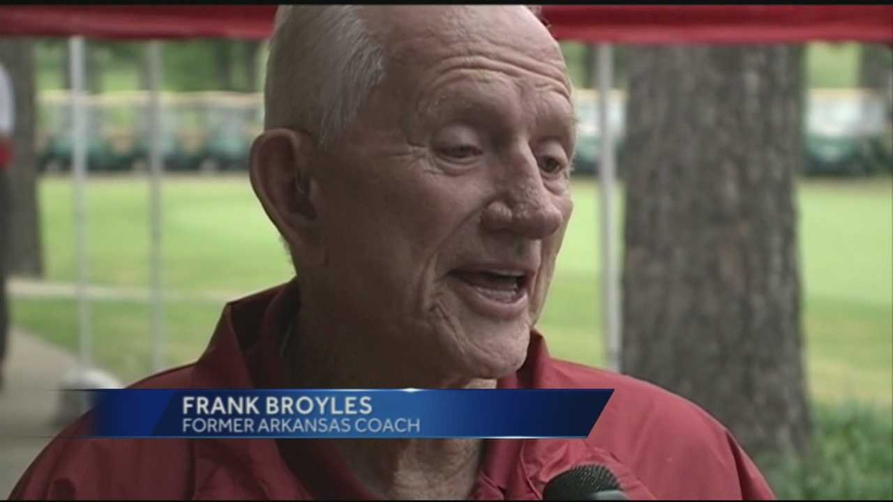 40/29 Sports Director Mitch Roberts shows us how Frank Broyles was honored today