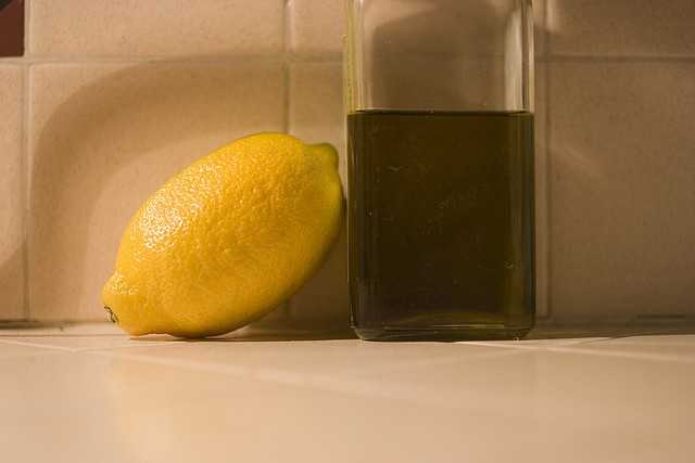 Treatment for itchy scalp:2 tbsp. fresh lemon juice2 tbsp. olive oil2 tbsp. waterMassage into damp scalp, let sit for 20 minutes. Rinse and shampoo.Source: Woman's Day