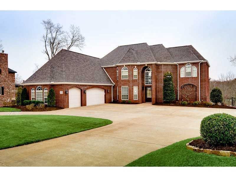910 NW Princeton Square, Bentonville, ARCOMFORTABLE ELEGANCE IN THIS HEATHROW EXECUTIVE HOME. GRAND ENTRY, 3 LEVELS, 2 LIVING AREAS, 5 OR 6 LARGE BEDROOMS, 4.5 BATHS. CUSTOM HOME OFFICE. GREAT OUTSIDE ENTERTAINMENT AREA WITH DECK AND COVERED PATIO. OVER 1 ACRE.