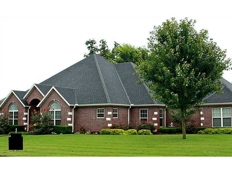 8739 Crest Ln., Springdale, ARSprawling single story 4BR, 3BA home. Gourmet kitchen features: DBL ovens, bar, x-large pantry, & breakfast nook. Enclosed sunroom, covered porch overlook woods, private horse stable, & organic garden. Open central living, area has beautiful wide plank HW floors. Master en suite w/walk in closet, rain shower, DBL sinks & 2 person jetted tub. Granite counter throughout. 3 guest BR w/large closets & lots of natural light.