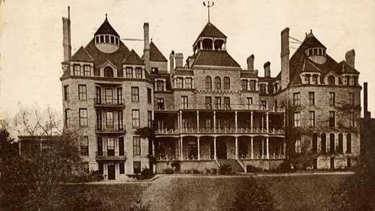 There are thousands of allegedly haunted locations throughout the United States. Check out a list of some of the creepiest.