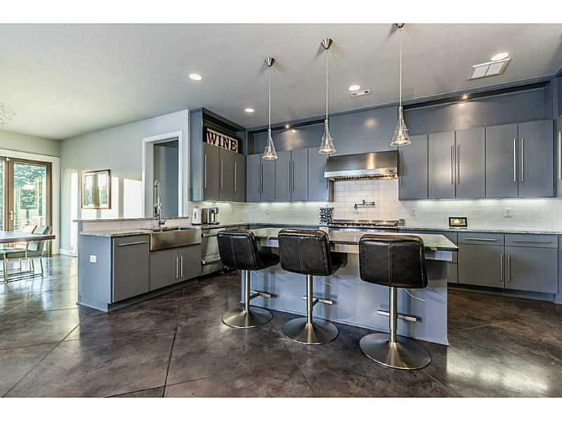 THIS SLEEK, MODERN STYLE HOME WILL HELP YOU ESCAPE THE ORDINARY! POLISHED CONCRETE FLOORS, UNIQUE FIXTURES AND FINISHES EXUDES HIGH STYLE THROUGHOUT THE HOUSE! SITTING ON HUGE PRIVATE LOT IN LOVELY OAK TREE. TRULY ONE OF A KIND - NEARLY, NEW HOME! GO TO HTTPS://VIMEO.COM/104403787 AND TAKE THE TOUR