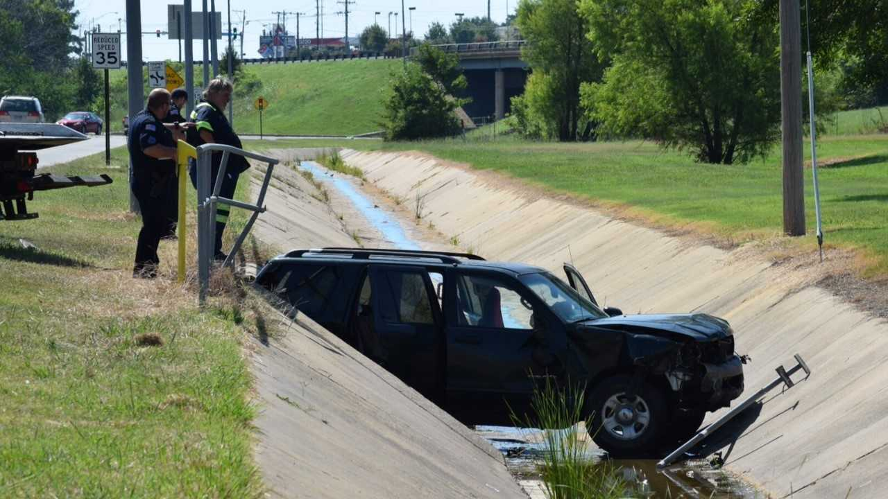 Fort Smith police are investigating a wreck on Phoenix Avenue and S. 46th Street near Academy Sports.