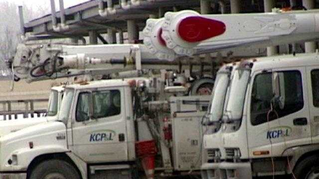 Kansas City Power & Light utility truck, KCP&L crew, winter day - 18312409