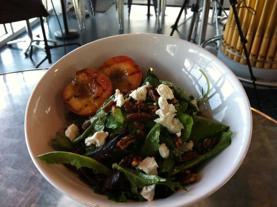 Local grilled peach salad (mixed greens - chèvre - candied pecans). This item will be served in the suites only.
