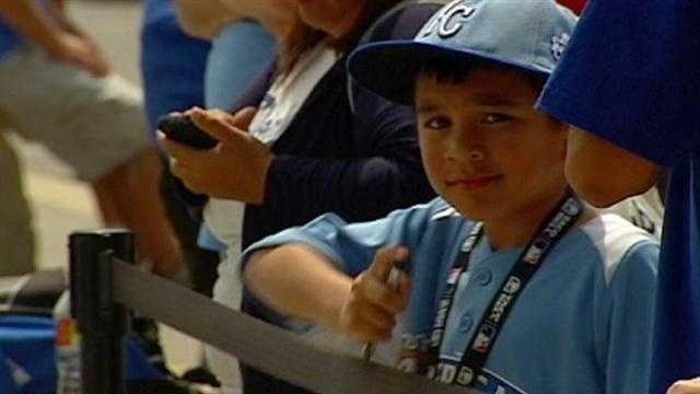 Kansas City fans flocked to Kauffman Stadium, eager for a one-in-a-lifetime experience at the Home Run Derby. KMBC 9's Martin Augustine reports.
