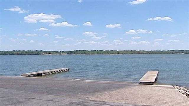 Lake levels are dropping amid the extreme drought conditions around the Kansas City metro area, but it's not yet at the point where it's causing problems for boaters. KMBC 9's Peggy Breit reports.