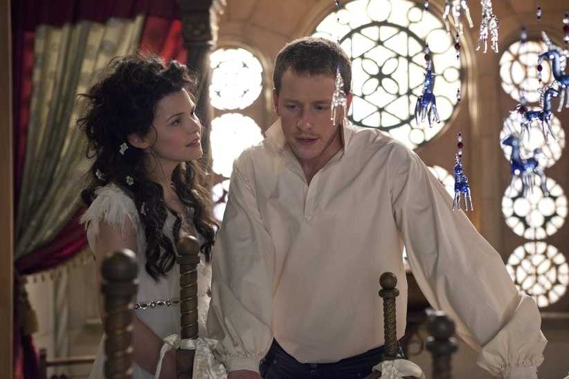 Once Upon a Time return on Sunday, Sept. 30 at 8 p.m. ET/7 p.m. CT