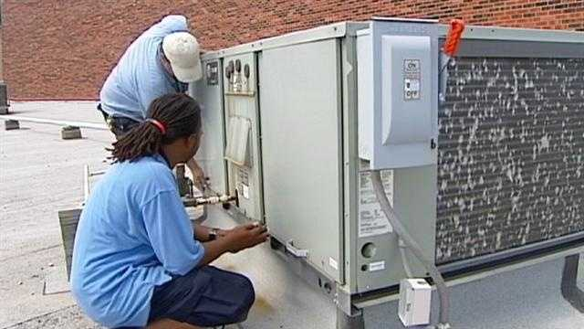 With classes set to start in the next few weeks, area school districts battle to keep air conditioners working and rack up expensive energy bills. KMBC 9's Peggy Breit reports.