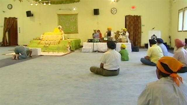A prayer vigil in Shawnee Monday honored the victims of the Sikh temple shooting in Milwaukee and had many Sikhs asking why. KMBC 9's David Hall reports.