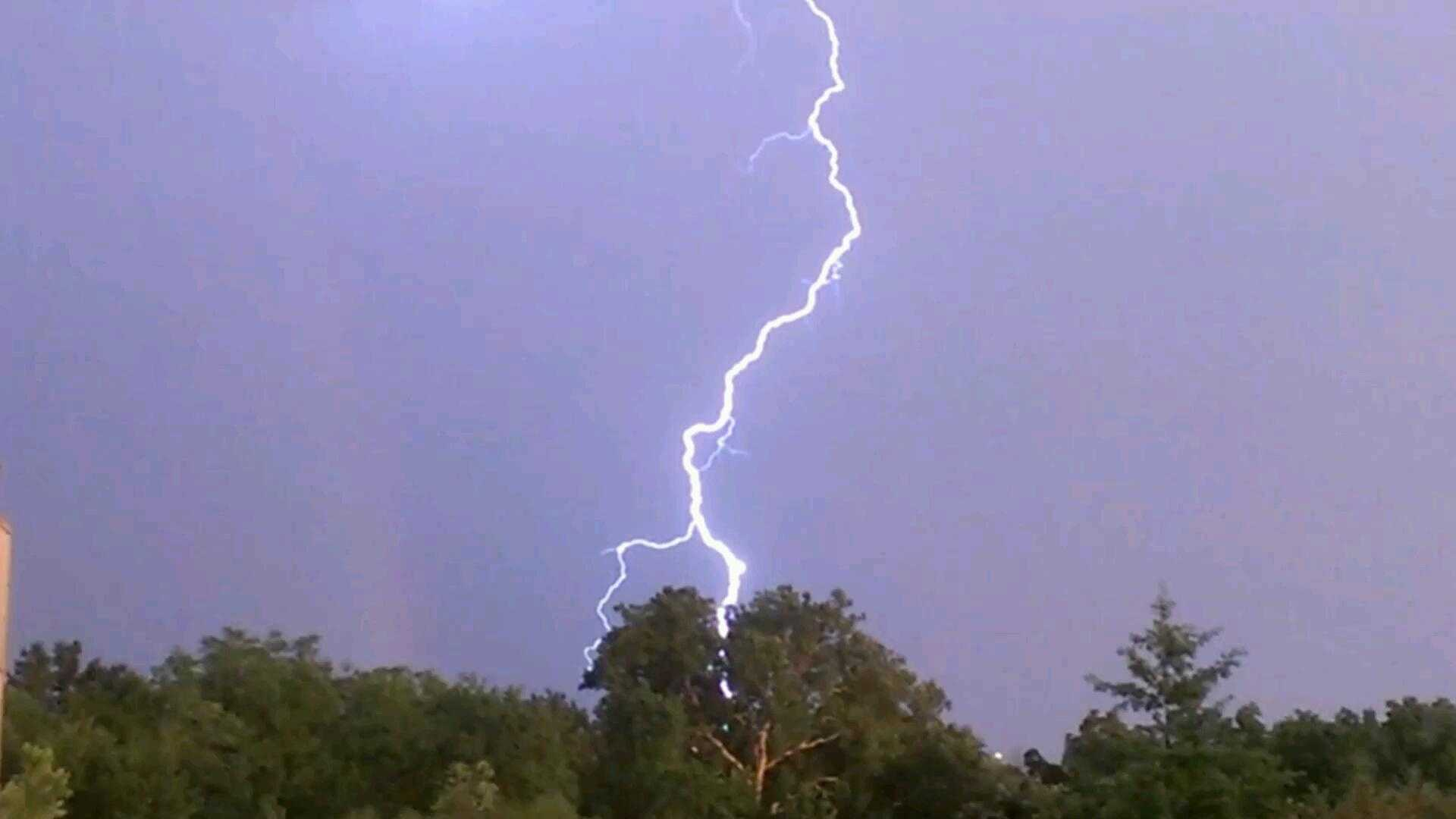 Lightning image from amandarosa2