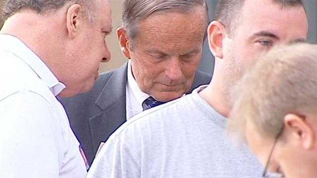 Akin campaigns Wednesday around metro