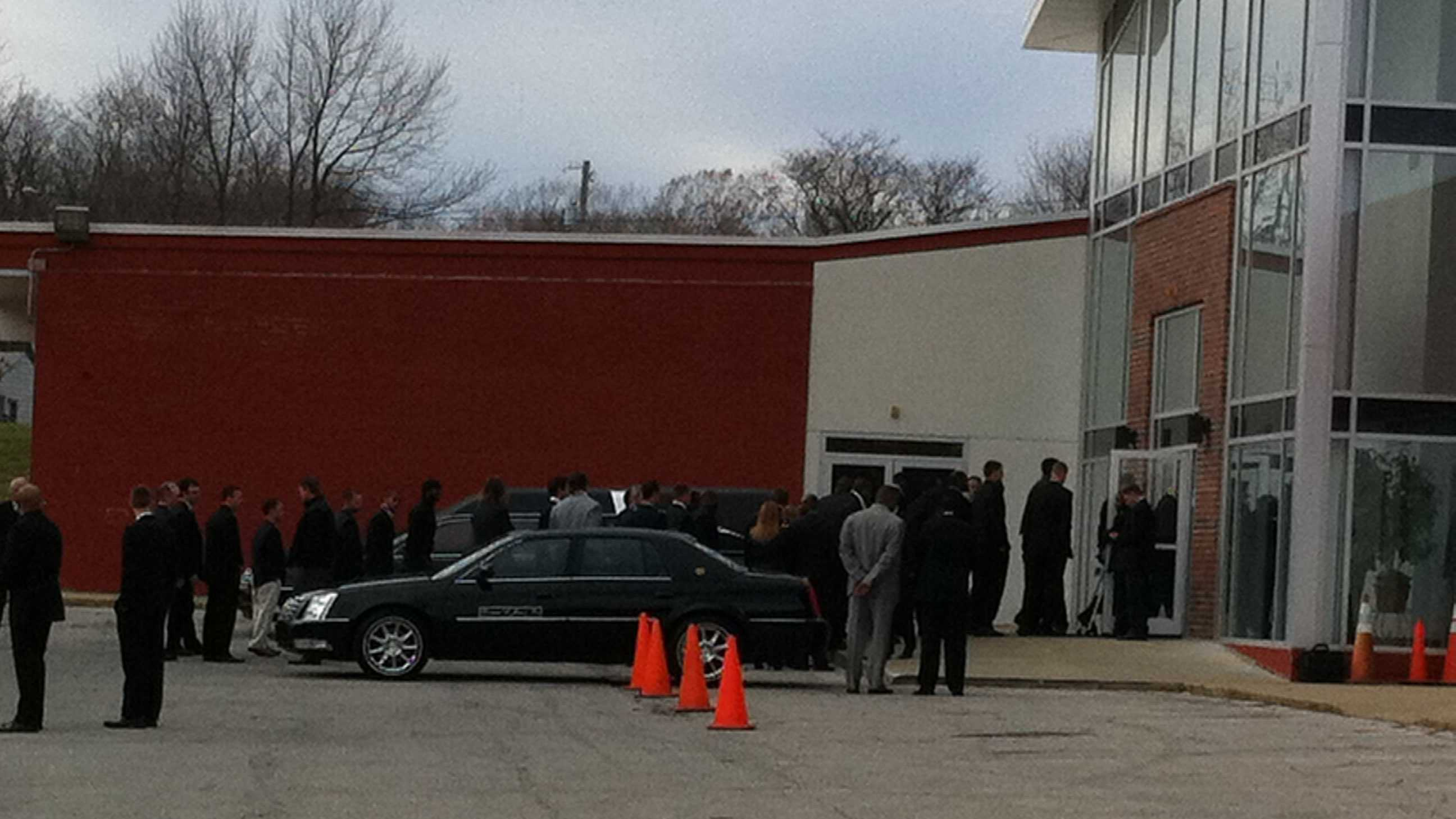 Chiefs players arrive at Jovan Belcher memorial