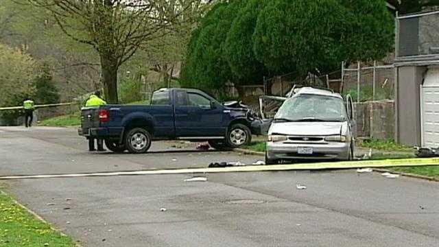 Image Teenagers injured in KC crash