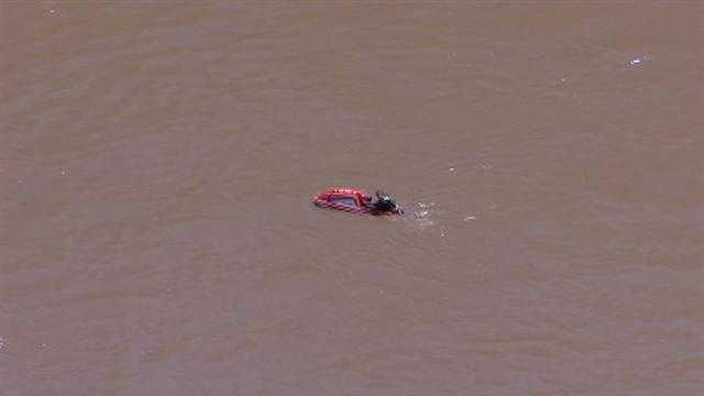 Crews respond to stranded jet skier in Missouri River near downtown
