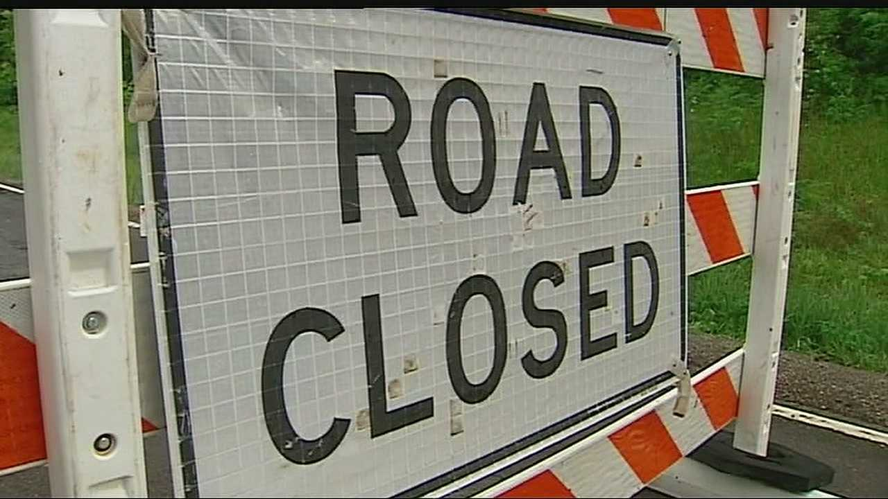 Image Generic road closed sign - flooding