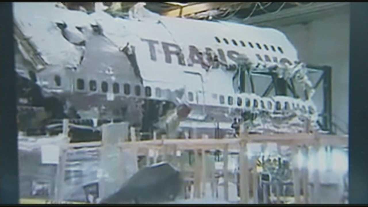Image TWA Flight 800 plane wreckage
