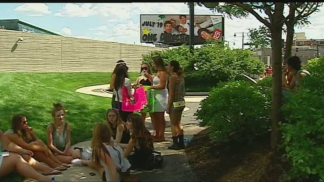 Fans endure hot weather to see band One Direction