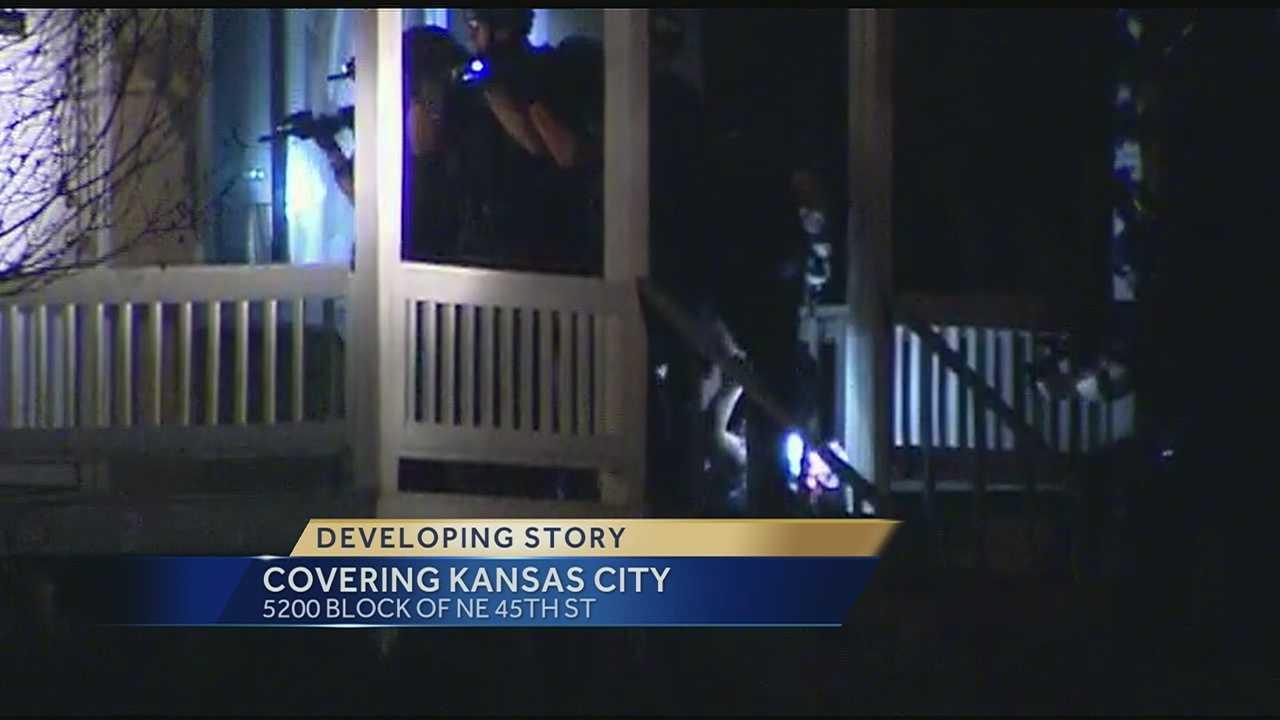 Image Kansas City police standoff ends