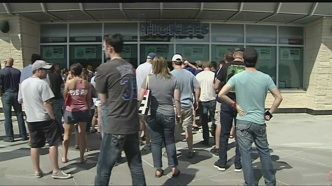 Fans line up for Royals, Red Sox tickets