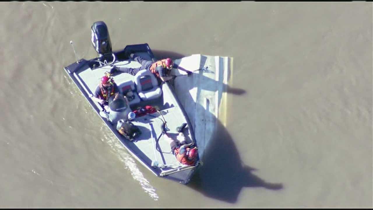 Capsized boat found in Missouri River